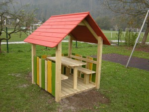 H3 Otroška hišica VIKI