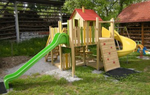 S5 igralani stolp s hiško ROBI in plezalno klančino